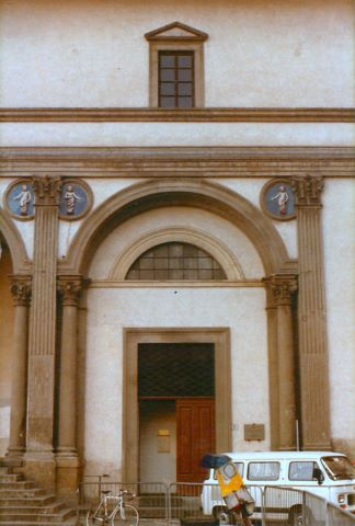 Brunellschi: door at the Ospedale degli Innocenti, Florence